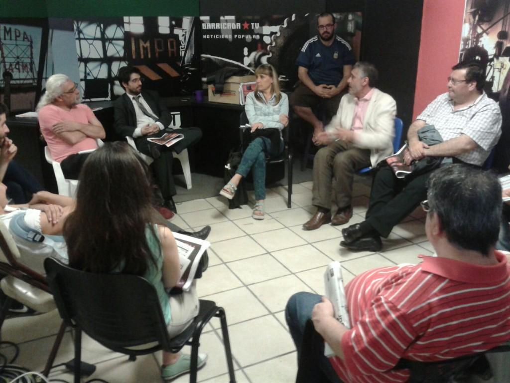 Medios de CABA debaten sobre periodismo y autogestion -  Barricada TV