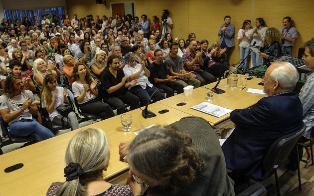 mesa y publico