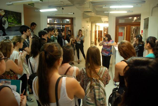 Estudiantes de Comunicación Social realizan una jornada de trabajo en el Centro de Documentación